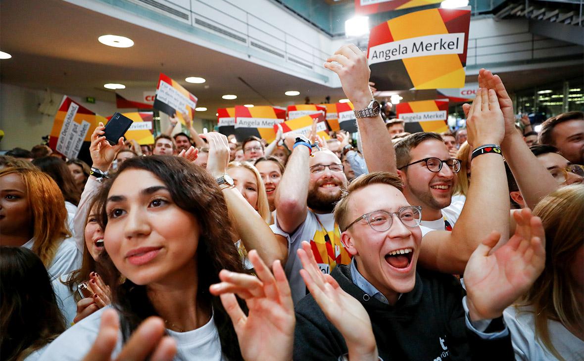 Экзитполы показали победу блока Меркель на выборах в Германии