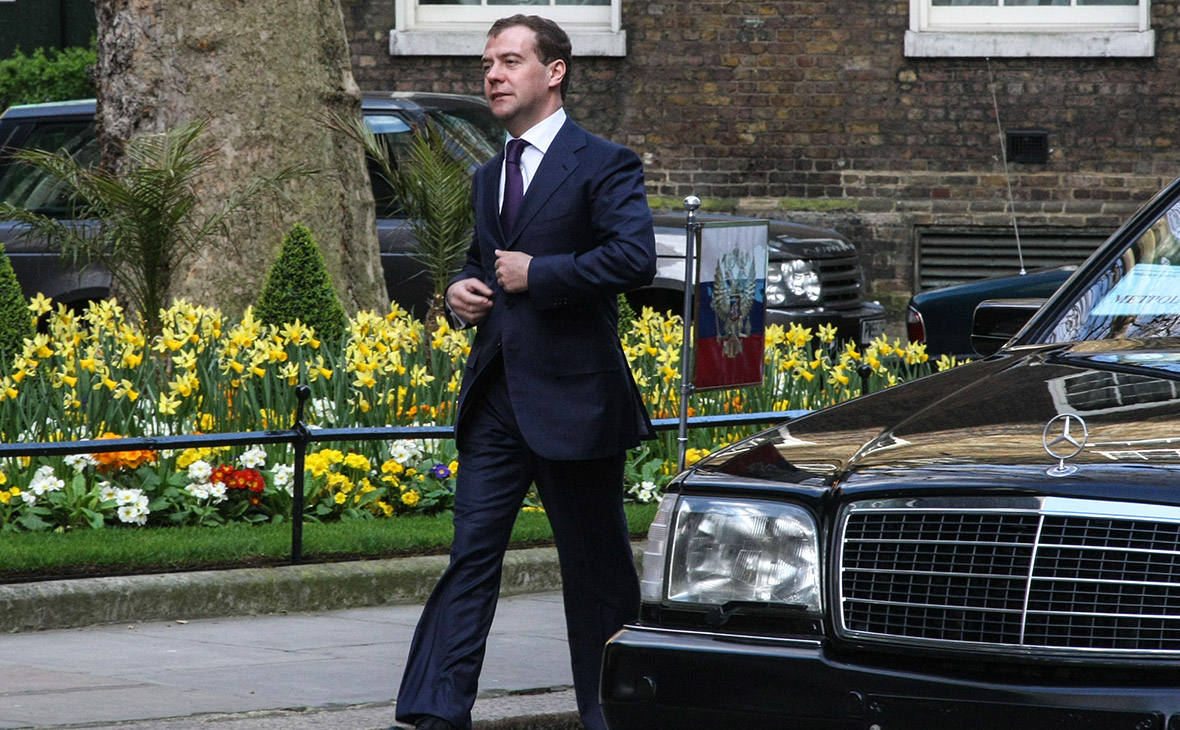 Медведев утвердил стратегию повышения финансовой грамотности россиян
