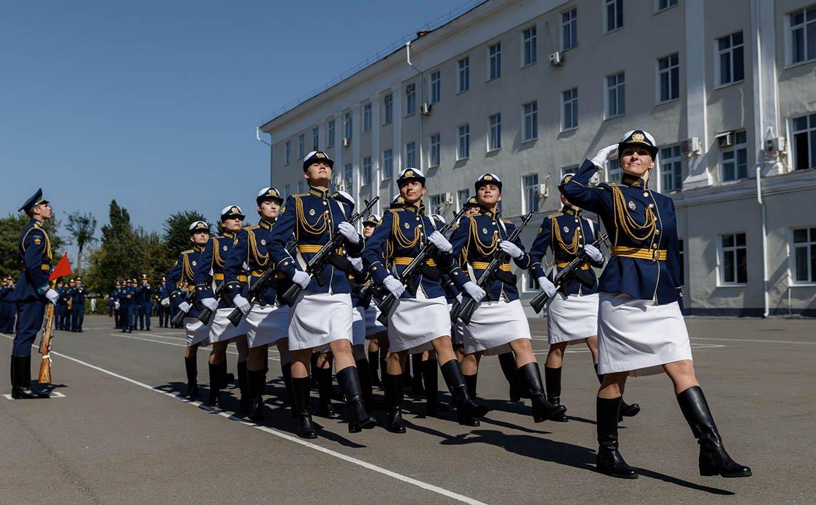 Первые будущие военные летчицы России приняли военную присягу