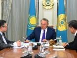 Президент издал указ опереводе казахского языка налатиницу