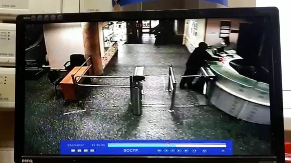 «Эхо Москвы» опубликовало видео прохода через охрану напавшего на ведущую