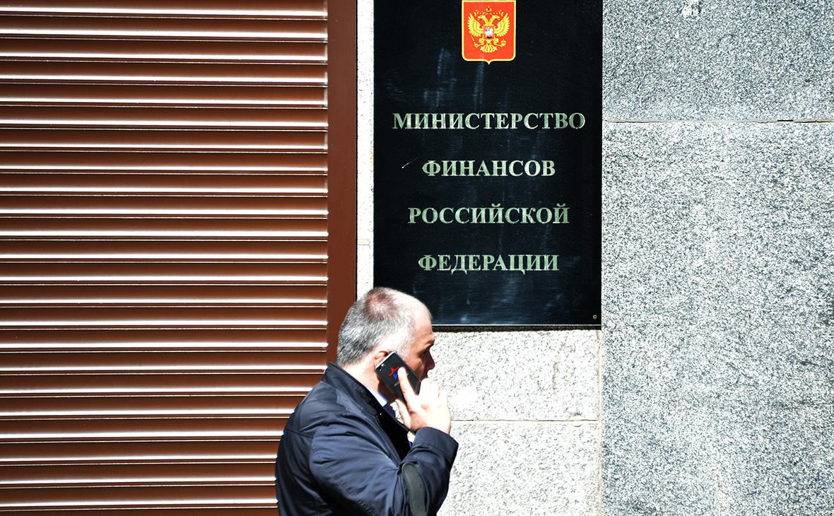 Минфин попросил Медведева разрешить жесткие валютные ограничения в кризис