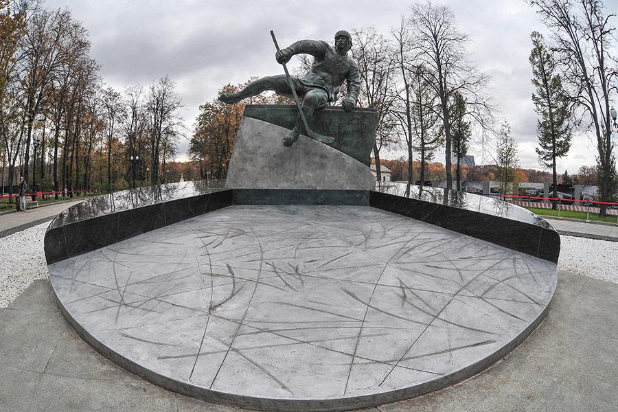 В «Лужниках» открыли памятник хоккеисту Валерию Харламову