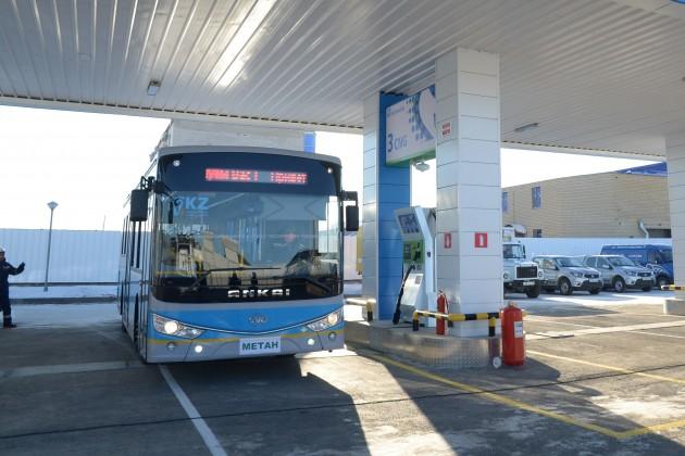 ВАктобе начали заправлять транспорт компримированным природным газом