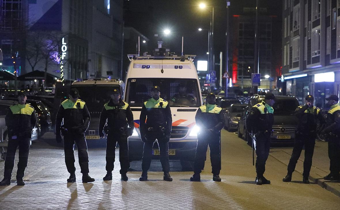 Неизвестный с ножом напал на прохожих в Маастрихте