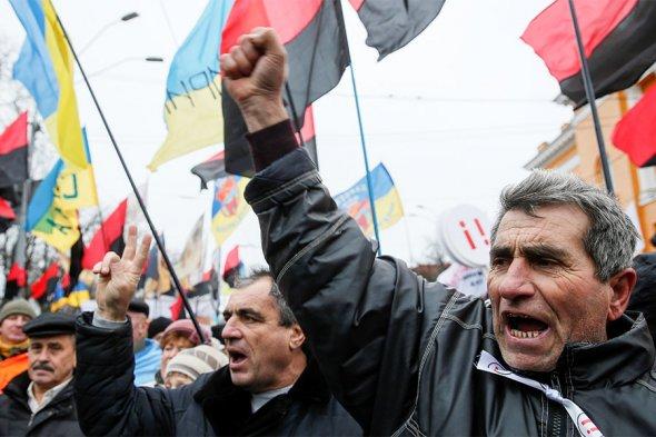 Сторонники Саакашвили штурмовали здание в центре Киева. Фоторепортаж