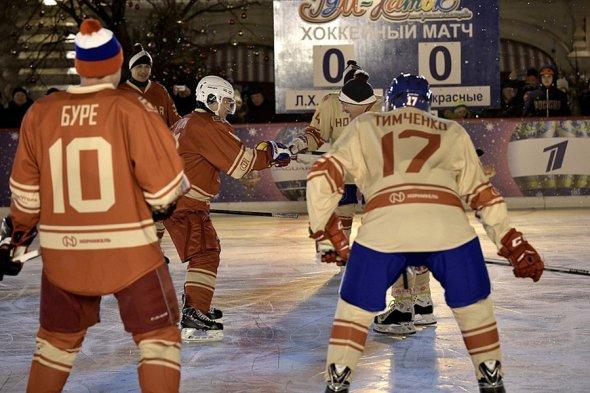 Владимир Путин сыграл в матче Ночной хоккейной лиги