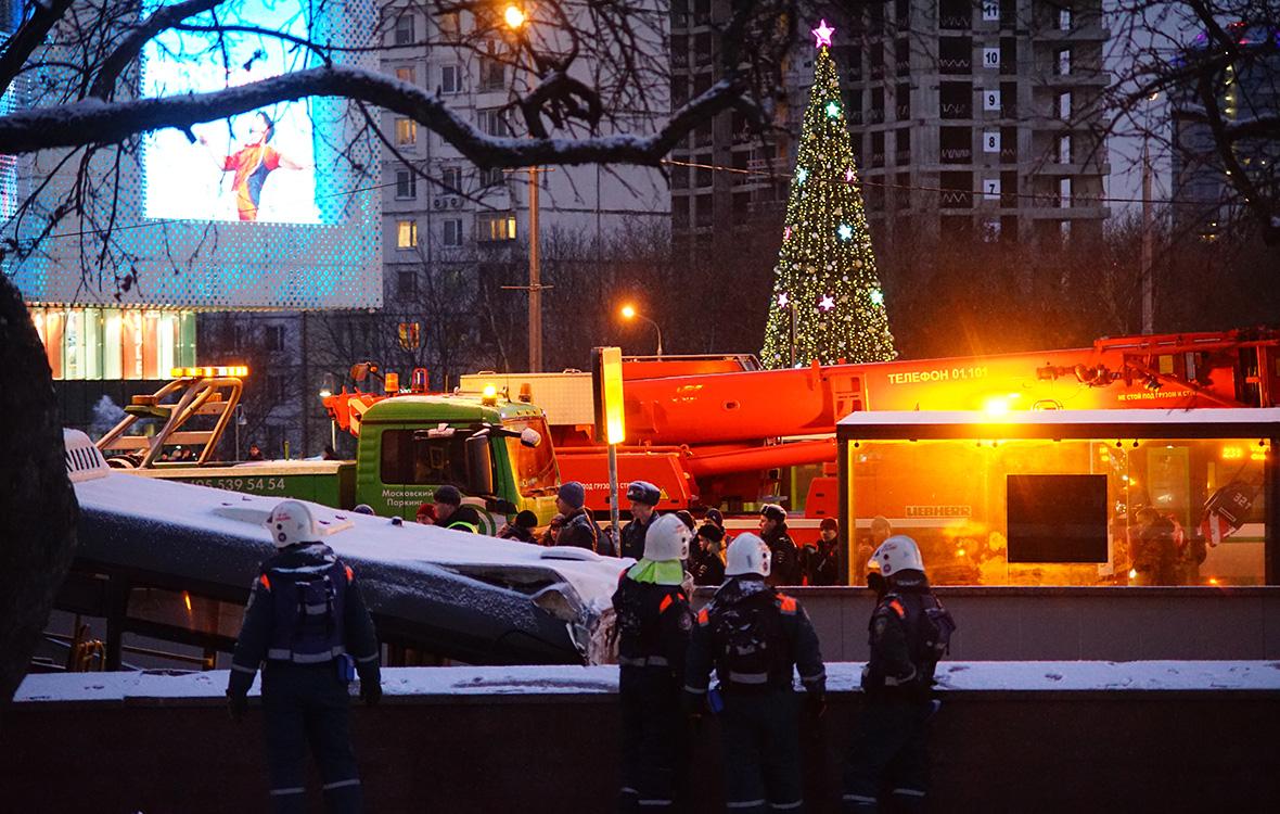 Следователи рассказали о версиях ДТП с автобусом на Славянском бульваре