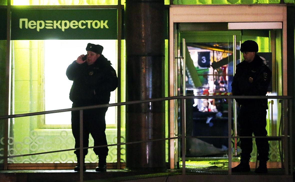 «Фонтанка» опубликовала видео с подозреваемым во взрыве в Петербурге