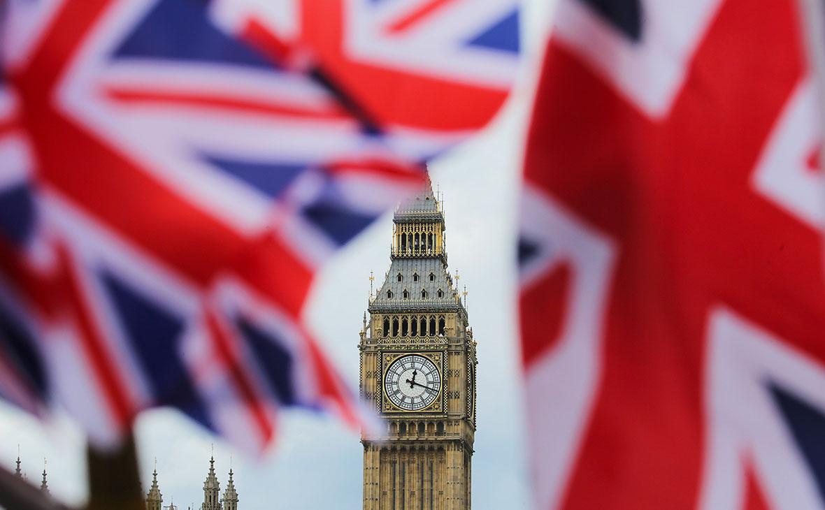 Парламент Британии пригрозил Facebook и Twitter санкциями из-за России
