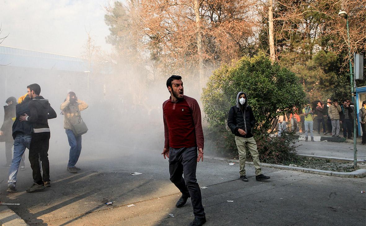 На фоне протестов власти Ирана заблокировали Telegram и Instagram