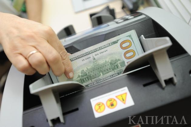 Надневных торгах доллар торговался по335,43тенге