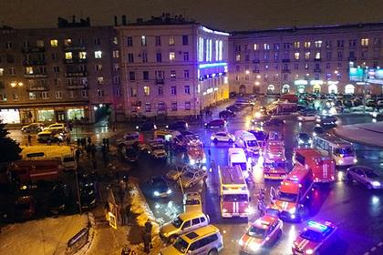 Десять человек пострадали при взрыве впетербургском супермаркете