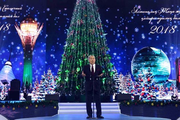 Нурсултан Назарбаев принял участие вновогоднем благотворительном бале